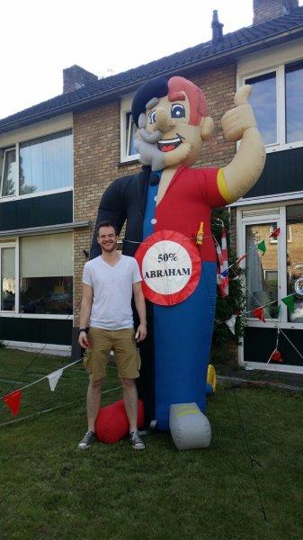 met 25 jaartjes jong is ook Bart in het zonnetje gezet met een halve Abraham!